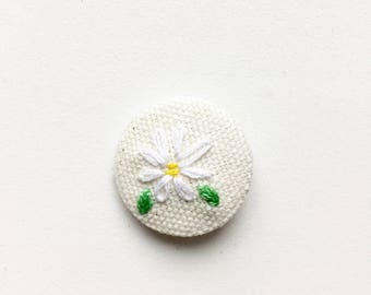 Hand Embroidered Daisy Pin