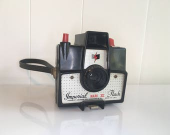 Vintage Imperial Mark XII Flash Camera 620 Film 1960s Made in the USA Plastic Box Toy Medium Format Photography