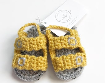Crochet baby sandals, baby shoes, baby booties. FREE SHIPPING