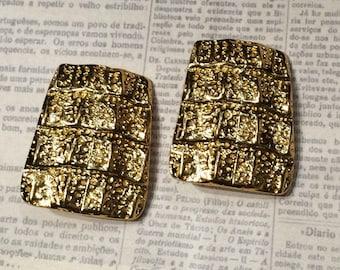 Vintage YSL clup in earrings in gold crocodile skin effect Yves Saint Laurent