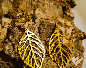 Golden earrings / filigree earrings / leaf earrings / drop earrings