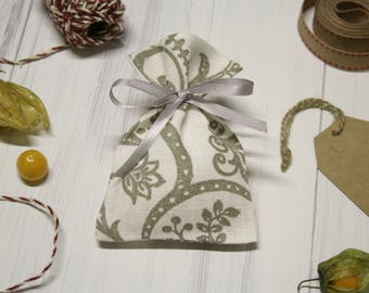 Linen favor bags. Candy bags. White favor bag. Small gift bags. Christening favors bags. Wedding favour bags