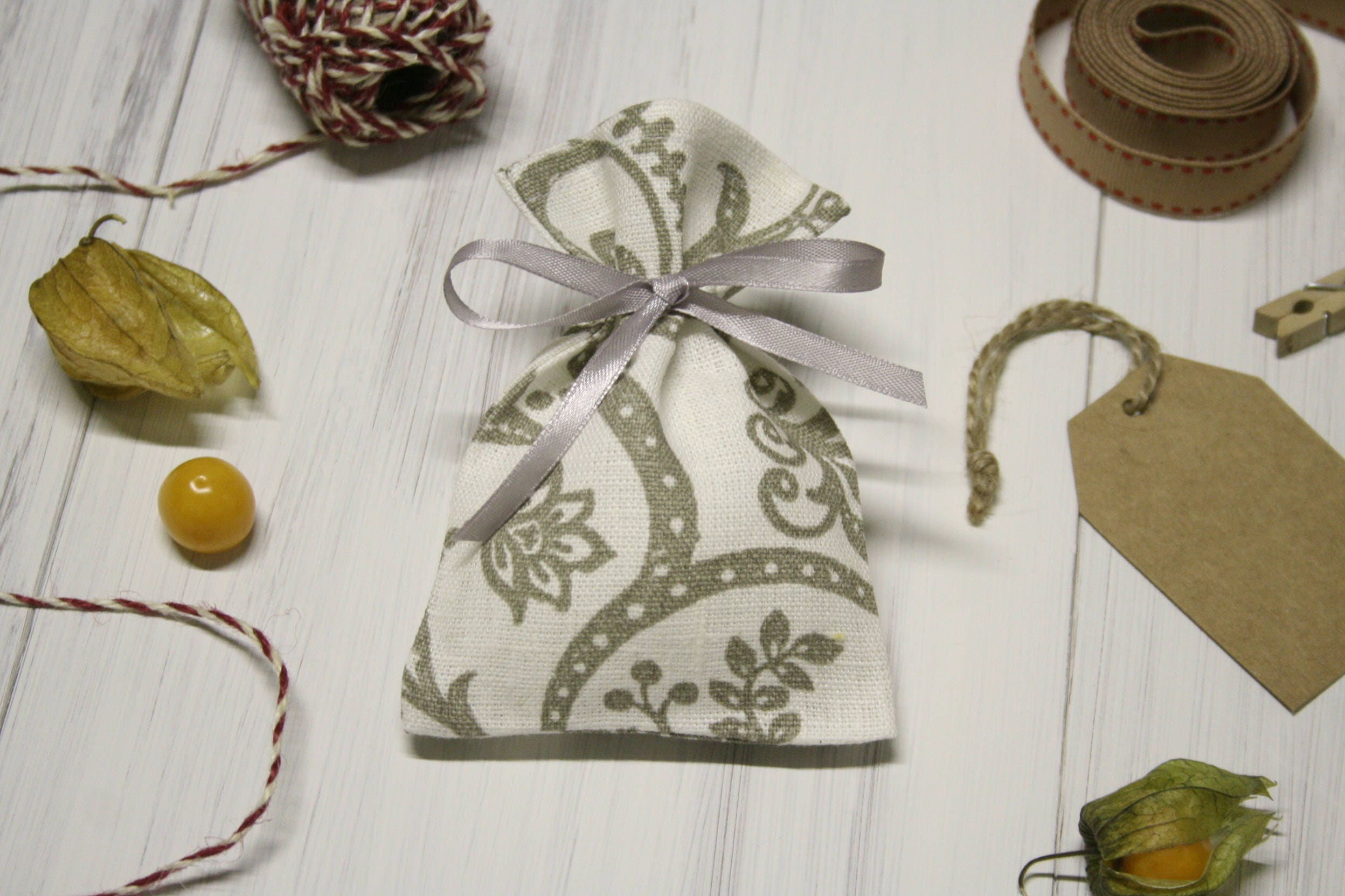 Linen favor bags. Candy bags. White favor bag. Small gift