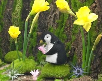 Penguin Kit, Felt Animal Craft Kit, DIY sewing kit, penguin holiday ornament kit, baby penguin, plush penguin, beginner sewing kit