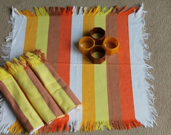 Vintage 1970's Napkins and Napkin Rings - Set (4)