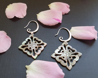 Mother of pearl drop earrings /shipping free