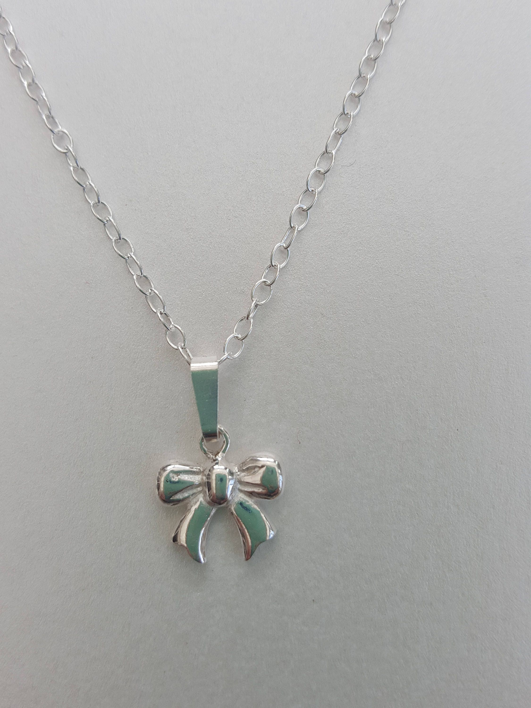 pendant featuring diamond collections motif bow graff a necklace