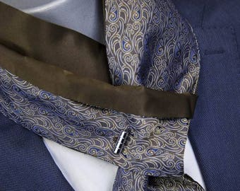 Tie reversible Jack.B bow with button cuff. Pattern all silk.