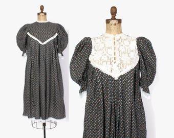 Vintage 70s GUNNE SAX DRESS / 1970s Black Floral Cotton Puff Sleeve Lace back Midi Tent Dress  Midi