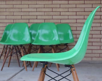 6 x Charles Eames for Herman Miller fiberglass side shell chairs Cadmium Green