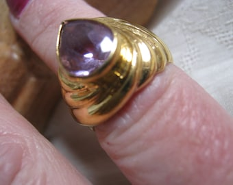 Vintage 80s yellow goldtone shrimp design costume ring, amethyst look teardrop stone yellow gold ring,7 amethyst look teardrop costume ring