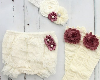 Custom link to add a cream lace diaper cover with a white bow in the back to current order