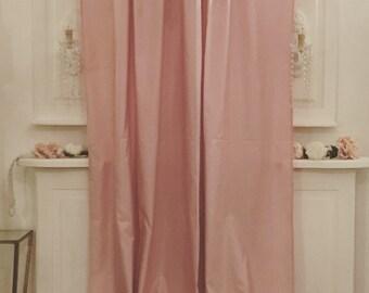 Curtain in Taffetá pale pink