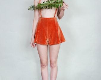 Anne - Velvet suspender short with flared cut - copper rust
