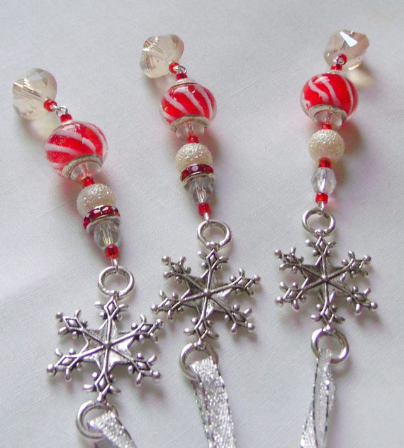 Snowflake ornament - Holiday - Christmas tree - set of 4  - red white candy cane beads - stocking stuffer - gift bag decor Lizporiginals