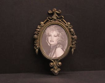 Vintage Italian Oval Ornate Picture Frame with Cyndi Lauper (E9486)