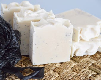 Handcrafted Natural Soap Poppyseed Mint with Yogurt