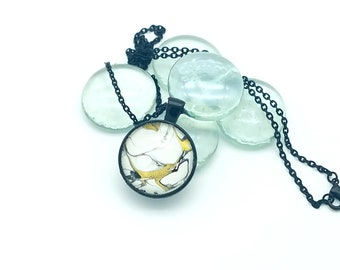 Golden Gekko Wearable Art Painted Glass Pendant Necklace White Gold and Black Layering Necklace 2018 Trend