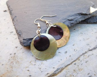 Layered disc earrings, made of shiny shell in contrasting Olive Green and Black.