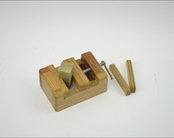 Free Shipping Chinese Calligraphy Material  11.5x7.5x5cm Natural Wood Clamp Seal Bed / - Solid Wood -  0001M