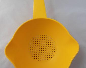 Tupperware Bright Yellow One Quart Colander Strainer Number 1200-6