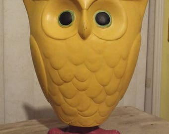 Kitschy Yellow Bobble Head Owl