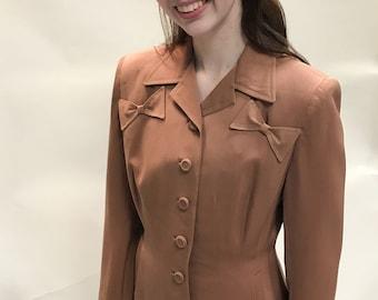 Vintage ladies 1940s gabardine suit tan, original buttons,bows