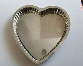 Vintage Tin Steel Loose Bottom Fluted Heart Shaped Tart Pan - 10-1/4 inch - Made in Portugal