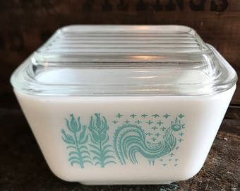 Small Pyrex Butterprint 1 1/2 Cup White and Turquoise Refrigerator Dish with Ridged Lid