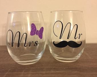FREE SHIPPING! Mr & Mrs Wine Glass