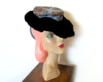 Vintage Light Blue Wool/Black Velvet Tilt Hat w/Chignon Ring~ Circa 1940's