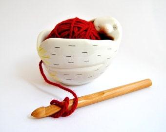 Schüssel für faule Verwicklungen der Keramikschale Lanero faul. BOL Weben weiß dekoriert in Pink, gelb und schwarz. Sofort lieferbar