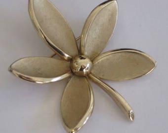 vintage Trifari Flower Brooch in gold metal