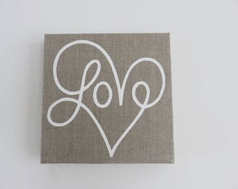 Table heart LOVE on natural linen. 20 X 20 cm.