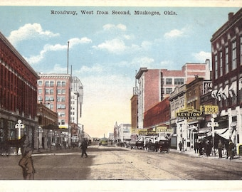 Vintage Postcard....Oklahoma, Muskogee, Broadway, West from Second...Unused...no. OK0018
