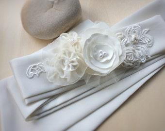Wedding dress sash, bridal sash, ivory wedding sash, bride sash with fabric flowers, wedding belts and sashes, sash with bow, floral sash