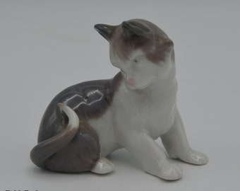 Old Lladro Porcelain Kitten
