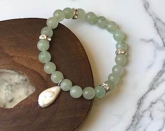 Green Aventurine and Pearl Bracelet // Healing Stones // Charm Bracelet