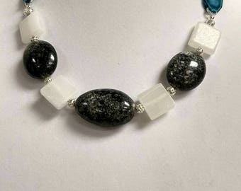 Dark Green and white glass ribbon necklace