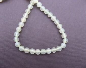 Green serpentine: 20 round beads 4 mm