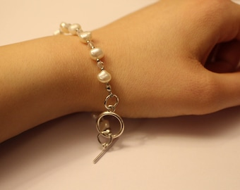 Freshwater pearl and Czech crystal bracelet with silver toggle clasp and spacer beads
