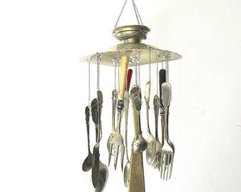 Fisch und Chips Windspiel, Hand gestempelt Upcycled Windspiel, Vintage-Besteck, handgestempelt Besteck, Küche Essen Themen Mobile
