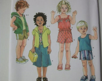 Simplicity 3713 Toddlers (Size A 1/2, 1, 2,3,4) top, shorts and knit gauchos, tank top and hoody