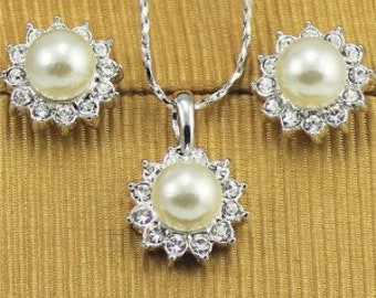 Pearl Centered Sun Flower Design 18k Platinum Plated Necklace and Earrings Set