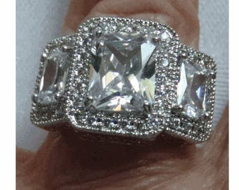 MAGNIFICENT RING - Sizes  6 & 7 - 925 Sterling Band - 14K WGF over Rhodium Setting - New Old Stock