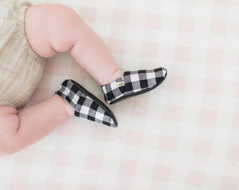 Black Plaid Baby Shoes / Baby Moccasins / Childrens Indoor Shoes / Baby Moccs / Monochrome Baby / Monochrome Moccs / Vegan Moccs / Waldorf