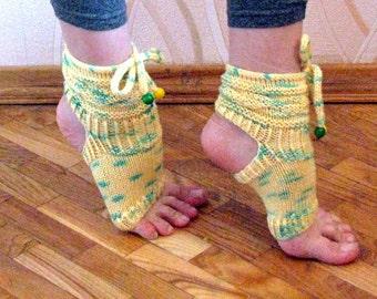Yoga Socks, Hand Knit Yoga Socks, Dance Socks, Knitted Toe-less Socks, Knitted Spats, Flip Flop Socks, Piyo Socks, Yoga Wear, Pedicure socks