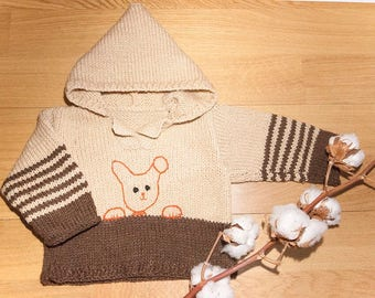 Jumper with hood. Bunny embroidered on the front