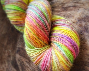 Bubbles - supreme corridale wool  - single thread handspun shawl yarn 103gr 495m