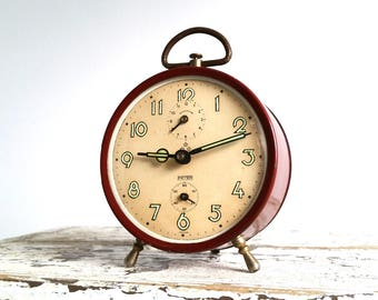Vintage alarm clock bordeaux red 'Peter'